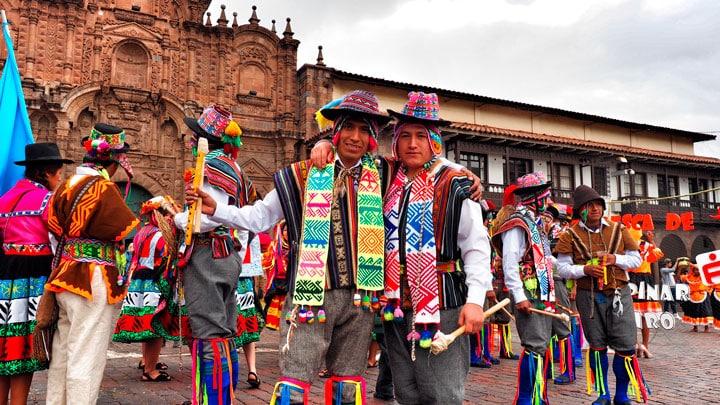 Cusco-geleneksel-kiyafetler