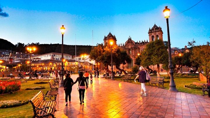 Cusco-sokak-aksam