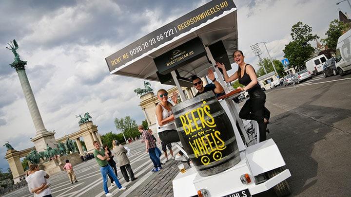 kahramanlar-meydani-budapeste-heroes-square-beerbike-beersonwheels