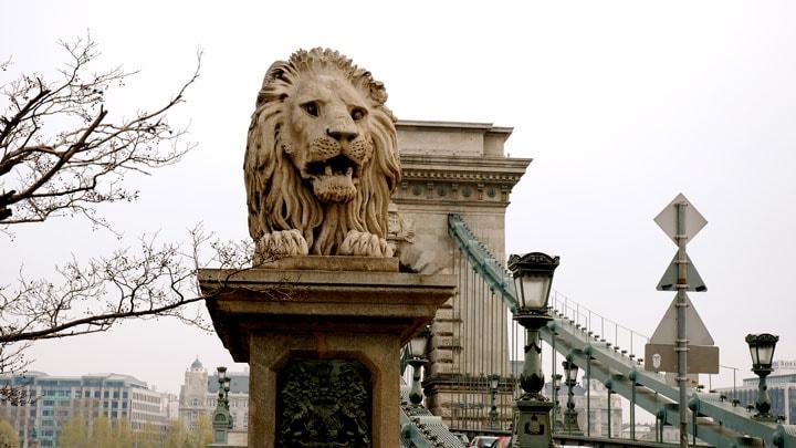 budapeste-chain-bridge-aslan