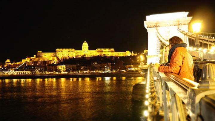 budapeste-chain-bridge-uzerinden