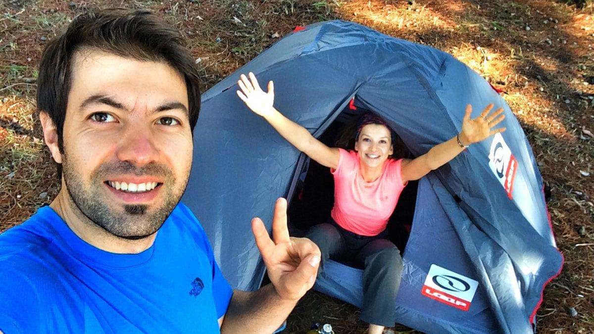 27883330fc0e9 Çadır dünyadaki en yaygın kamp malzemesi olabilir. Modern çadırlar kazıkla  tutturma, iple gerdirme gibi işlemlere ihtiyaç duymadan kendi iskeleti  sayesinde ...