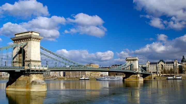 chain-bridge-budapeste-gunduz