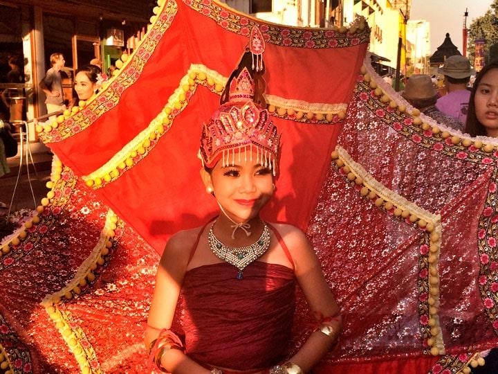 chiang-mai-cicek-festivali-kiz
