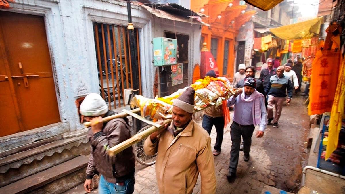 Varanasi Hindistanda ölümün Başkenti Biz Evde Yokuz