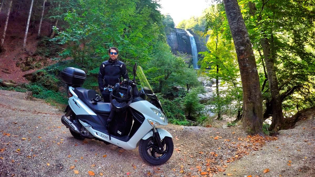 Scooter-maxi: iki tekerlek üzerinde rahat ve ekonomik ulaşım araçları