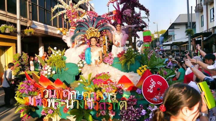 tayland-chiang-mai-flower-festival-cicek.jpg